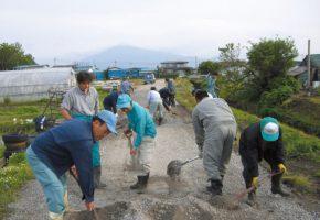 No.08「農道の砂利補充作業」遠山保全会(つがる市)